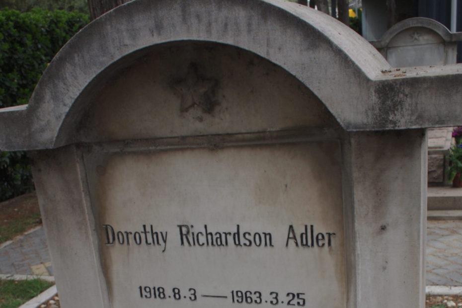 Grabinschrift von Dorothy Richardson Adler
