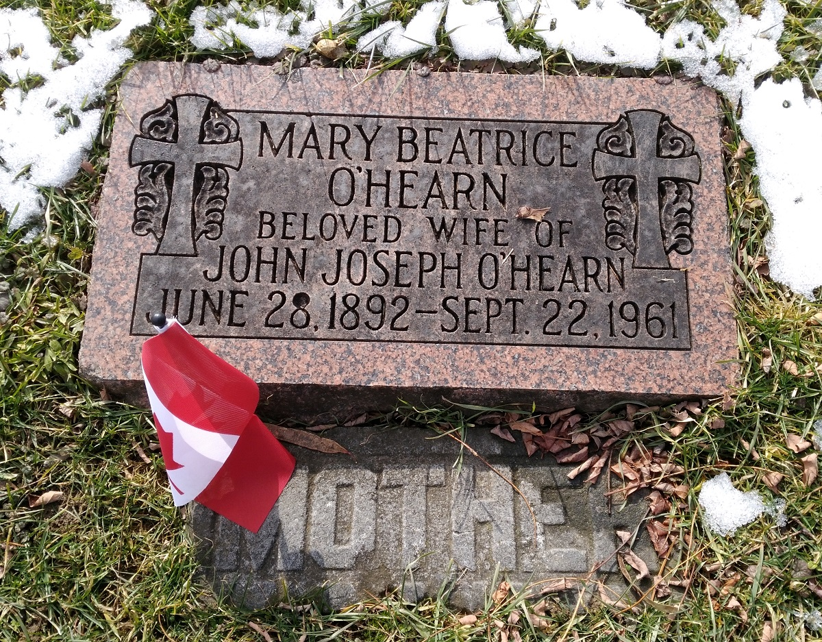 Niagara single grave marker with Canadian flag