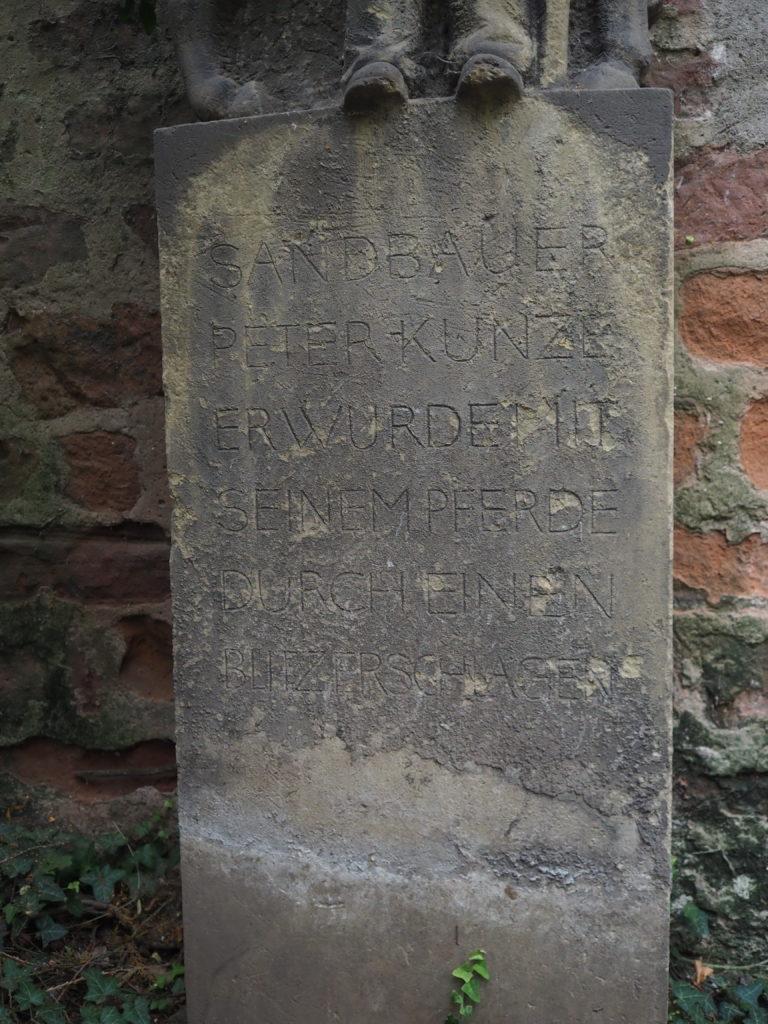 Sandbauer und sein Pferd, Inschrift, Trier